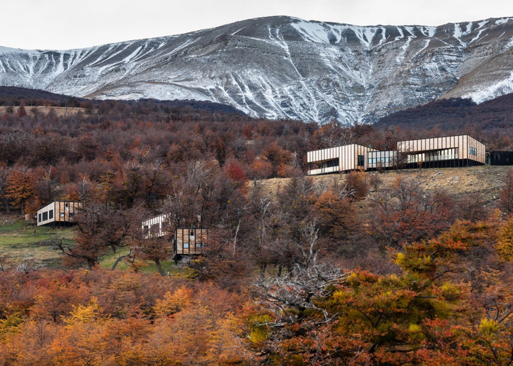timber cabin hotel offers beautiful views over the chilean hillside 2 1024x731 Timber Cabin Hotel Offers Beautiful Views Over The Chilean Hillside