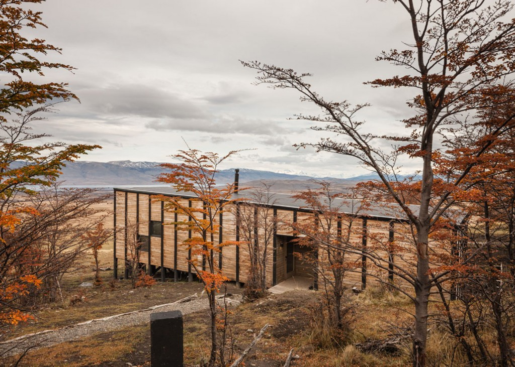 timber cabin hotel offers beautiful views over the chilean hillside 23 1024x731 Timber Cabin Hotel Offers Beautiful Views Over The Chilean Hillside