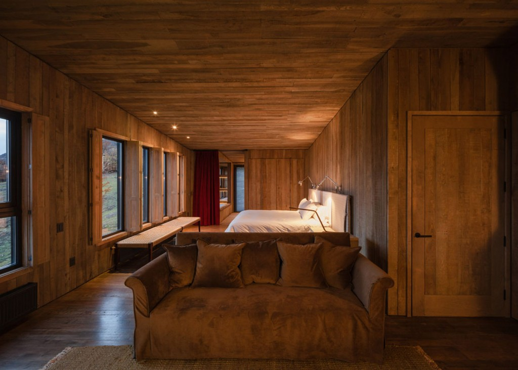 timber cabin hotel offers beautiful views over the chilean hillside 25 1024x731 Timber Cabin Hotel Offers Beautiful Views Over The Chilean Hillside