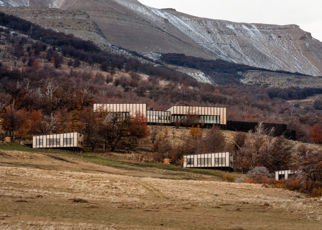 timber cabin hotel offers beautiful views over the chilean hillside 4 1024x731 Timber Cabin Hotel Offers Beautiful Views Over The Chilean Hillside