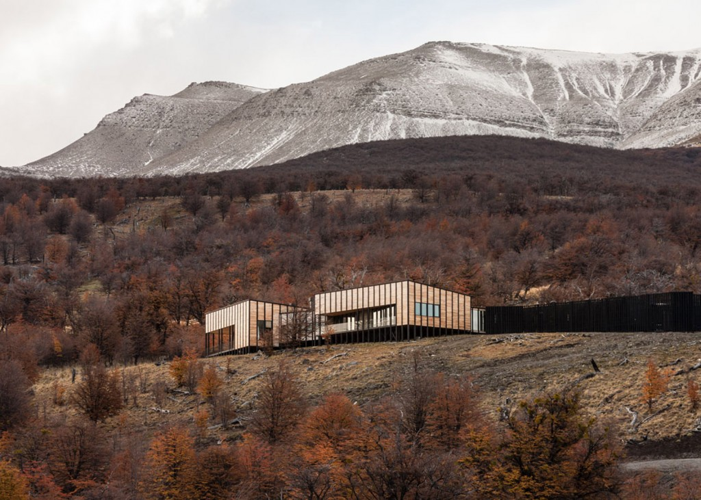 timber cabin hotel offers beautiful views over the chilean hillside 5 1024x731 Timber Cabin Hotel Offers Beautiful Views Over The Chilean Hillside
