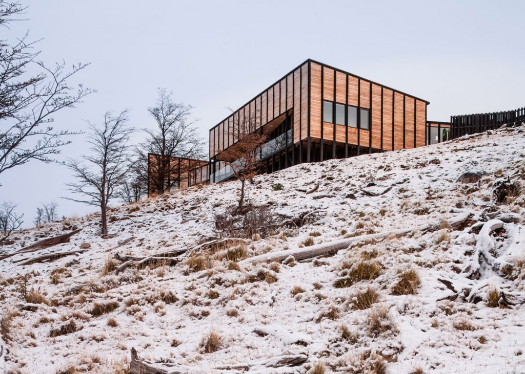 timber cabin hotel offers beautiful views over the chilean hillside 9 1024x731 Timber Cabin Hotel Offers Beautiful Views Over The Chilean Hillside