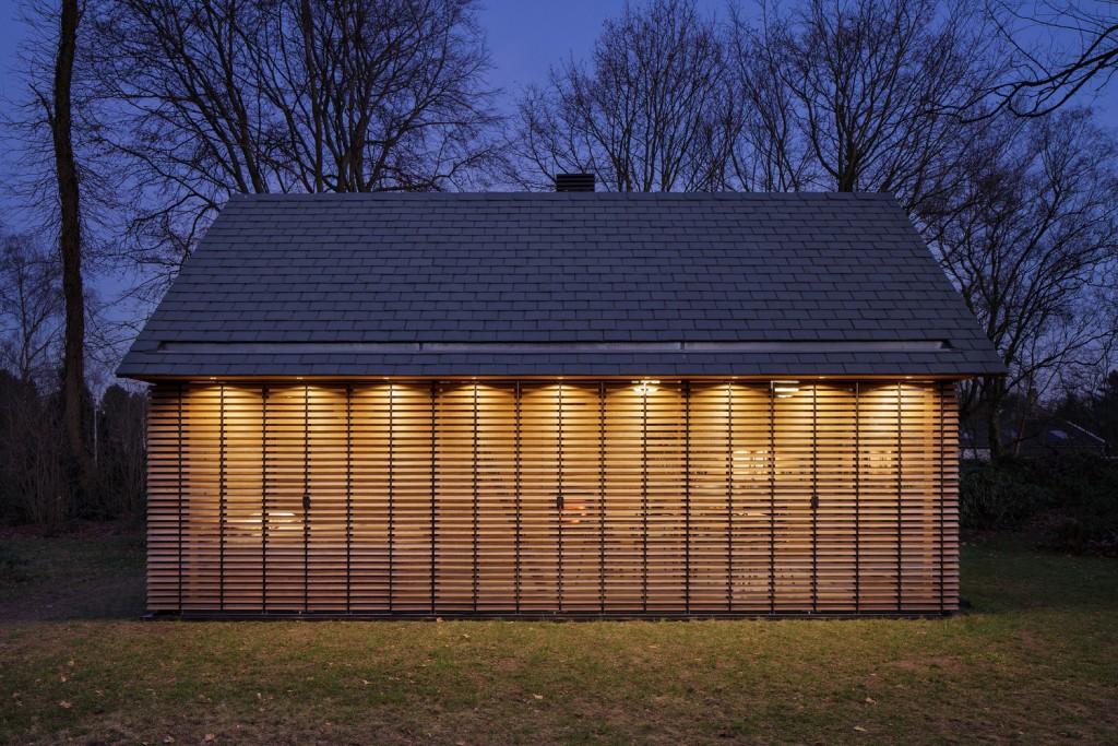 compact recreation house by zecc architecten 4 1024x683 Compact Recreation House By Zecc Architecten