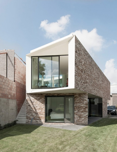 House K by Graux and Baeyens Architects