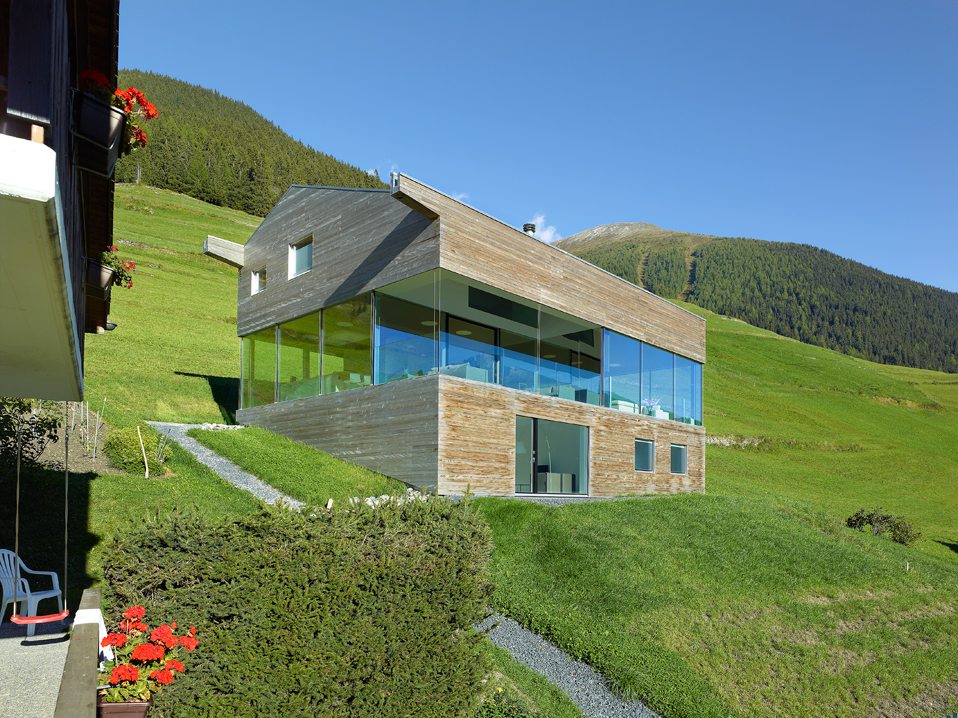 house in the swiss alps by savioz fabrizzi architects 4 Low energy Consumption House In Swiss Alps By Savioz Fabrizzi Architects