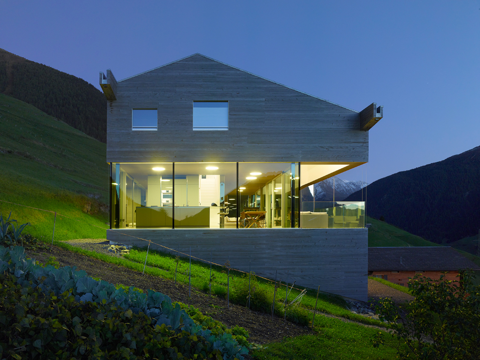 house in the swiss alps by savioz fabrizzi architects 7 Low energy Consumption House In Swiss Alps By Savioz Fabrizzi Architects
