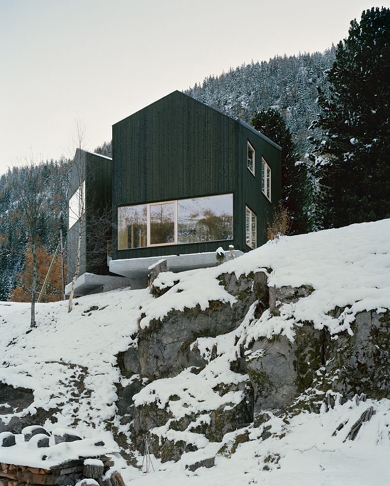 minimal cabin in switzerland by lacroix chessex architectes 1 Minimal Cabin In Switzerland By Lacroix Chessex Architectes