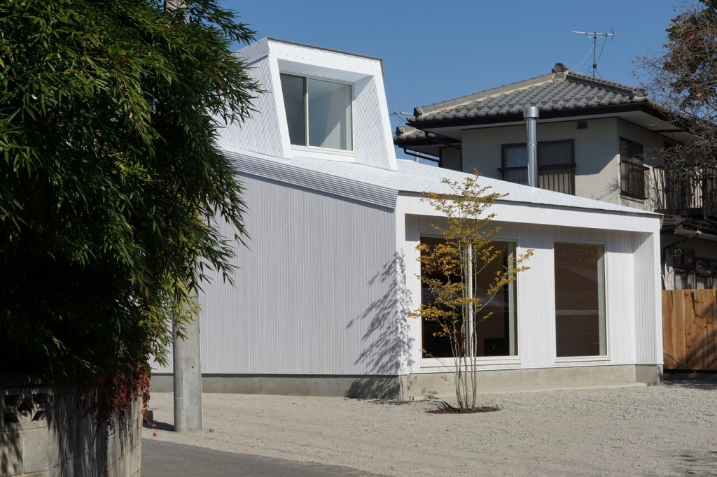 minimal house in japan with a huge dormer 10 1024x682 Minimal House In Japan With A Huge Dormer