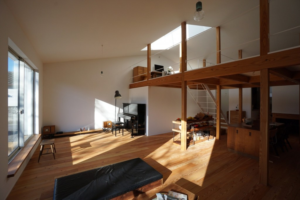 minimal house in japan with a huge dormer 3 1024x682 Minimal House In Japan With A Huge Dormer