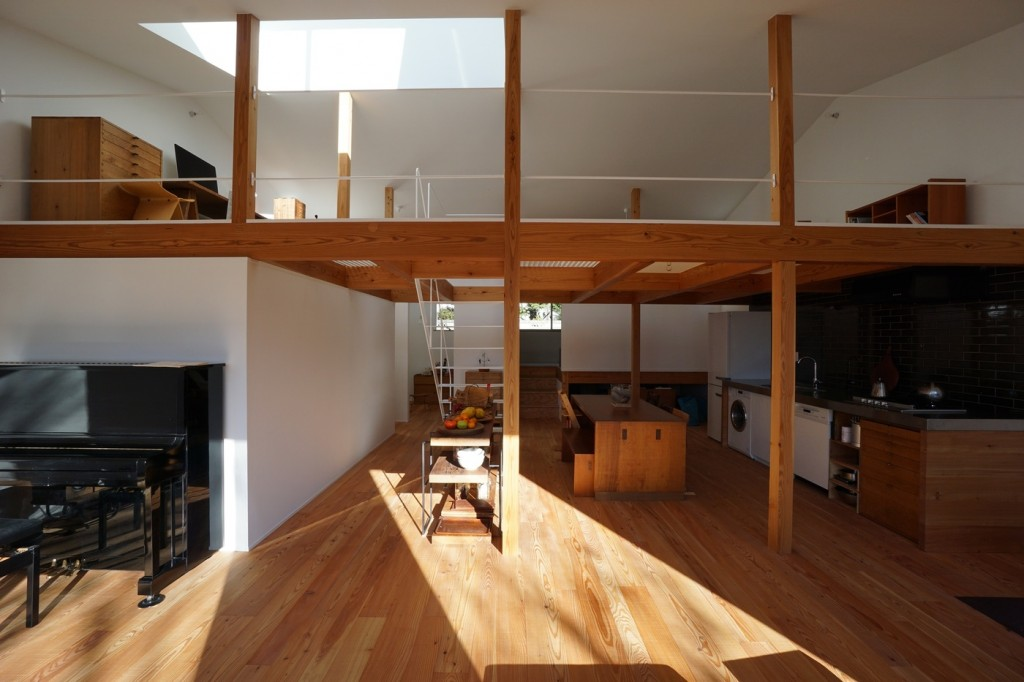 minimal house in japan with a huge dormer 4 1024x682 Minimal House In Japan With A Huge Dormer