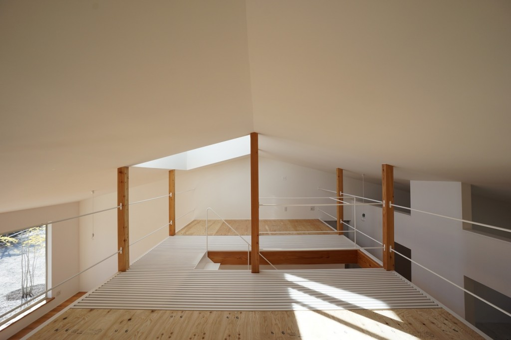 minimal house in japan with a huge dormer 6 1024x682 Minimal House In Japan With A Huge Dormer