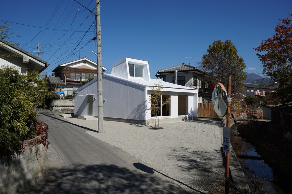 minimal house in japan with a huge dormer 9 1024x682 Minimal House In Japan With A Huge Dormer
