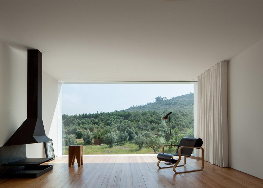 white tall house by joao mendes ribeiro 7 1024x731 White & Tall House By João Mendes Ribeiro
