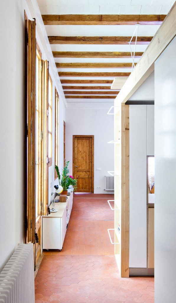 wooden desk is hanging from the ceiling in this apartment in barcelona 7 596x1024 Wooden Desk is Hanging From the Ceiling in this Apartment In Barcelona