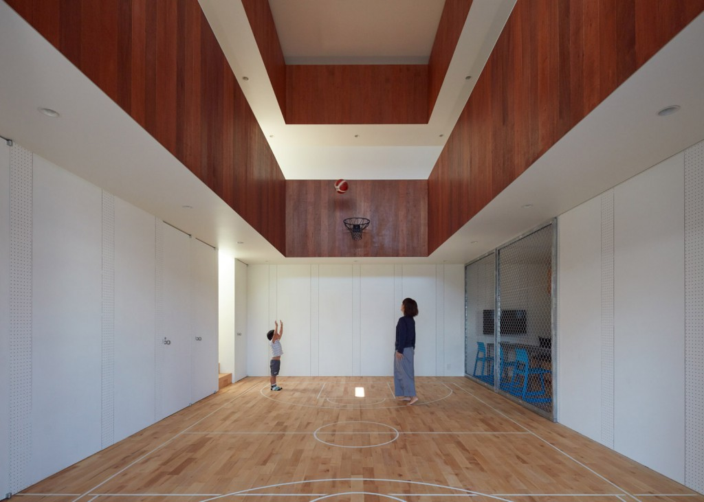 a house in japan has an indoor basketball court 1 1024x731 A House In Japan Has An Indoor Basketball Court