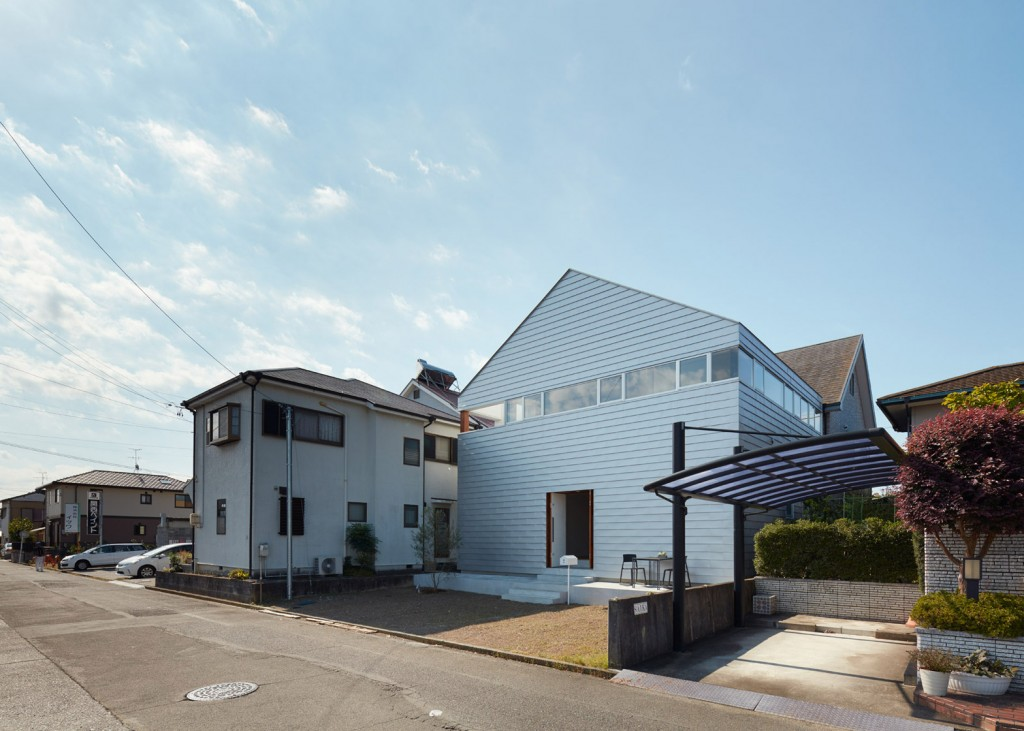 a house in japan has an indoor basketball court 11 1024x731 A House In Japan Has An Indoor Basketball Court