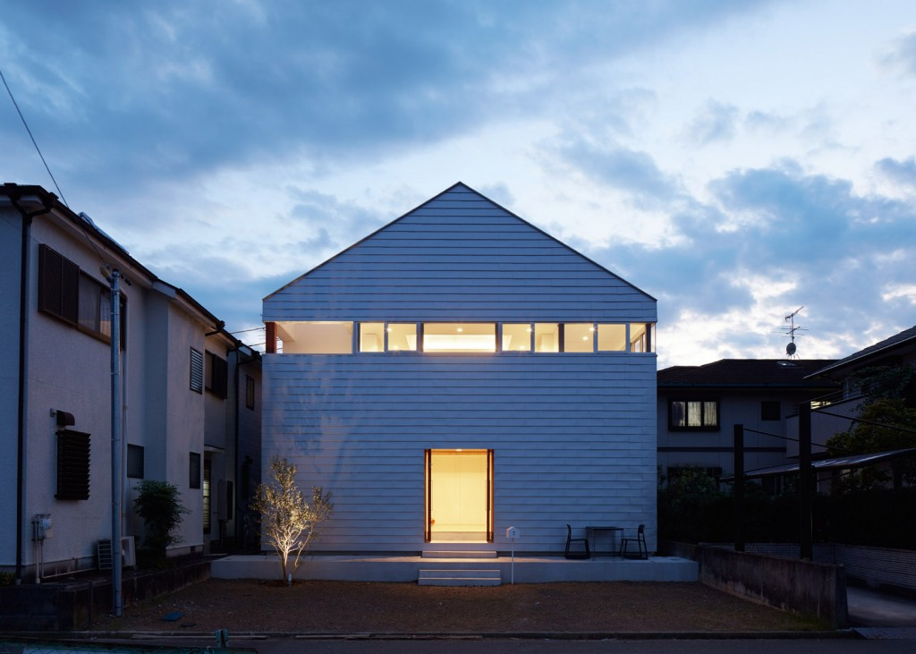 a house in japan has an indoor basketball court 12 1024x731 A House In Japan Has An Indoor Basketball Court