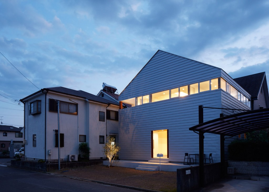 a house in japan has an indoor basketball court 13 1024x731 A House In Japan Has An Indoor Basketball Court