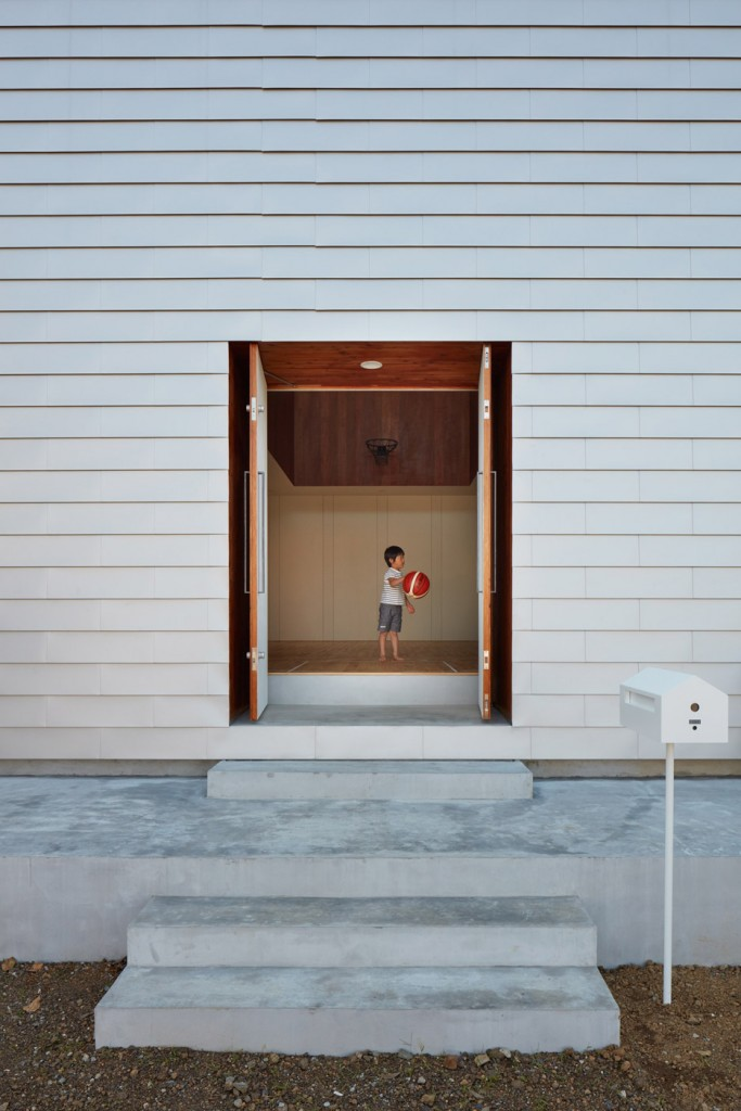 a house in japan has an indoor basketball court 14 683x1024 A House In Japan Has An Indoor Basketball Court