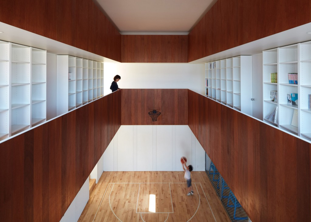a house in japan has an indoor basketball court 2 1024x731 A House In Japan Has An Indoor Basketball Court