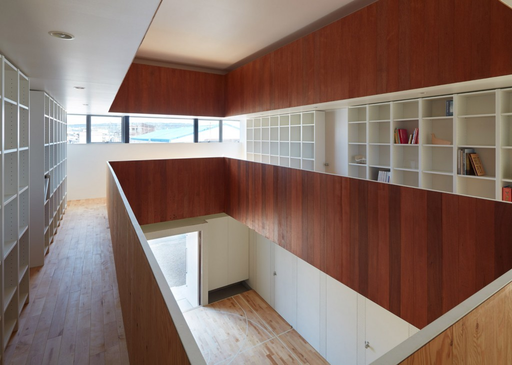 a house in japan has an indoor basketball court 3 1024x731 A House In Japan Has An Indoor Basketball Court