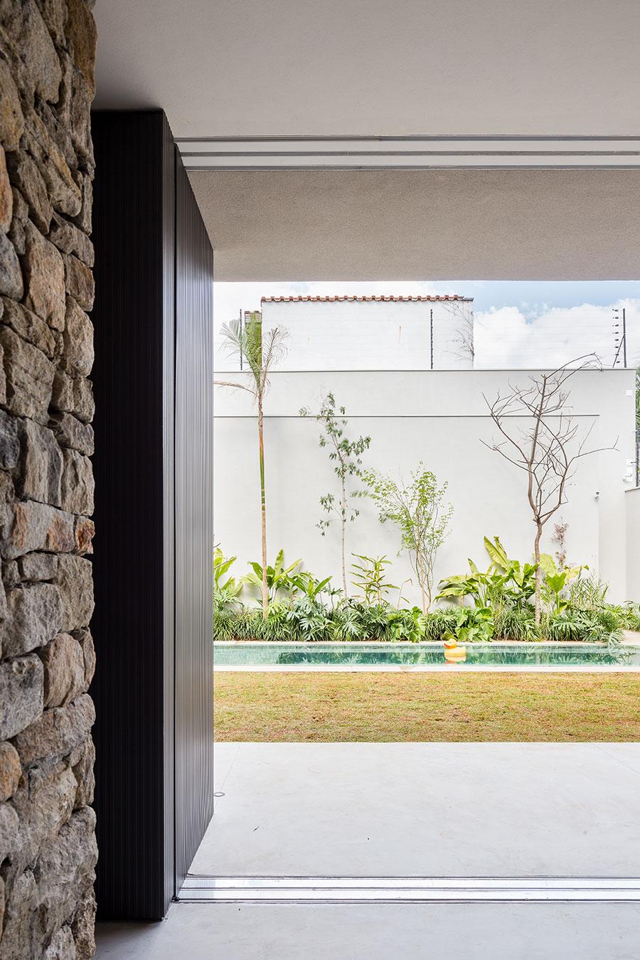 casa lara by felipe hess17 Lara House in Brasil by Felipe Hess