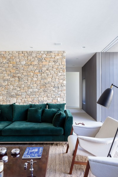 Lara House in Brasil by Felipe Hess