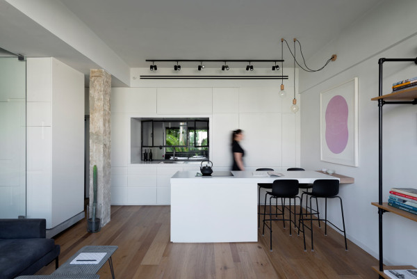 tel aviv apartment1 Flow of Light in Cozy Tel Aviv Apartment