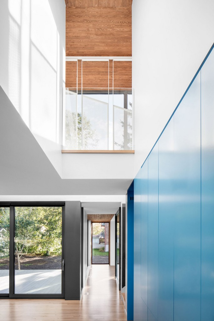 this house in canada combines steel and wood panelling 11 683x1024 This House In Canada Combines Steel And Wood Panelling