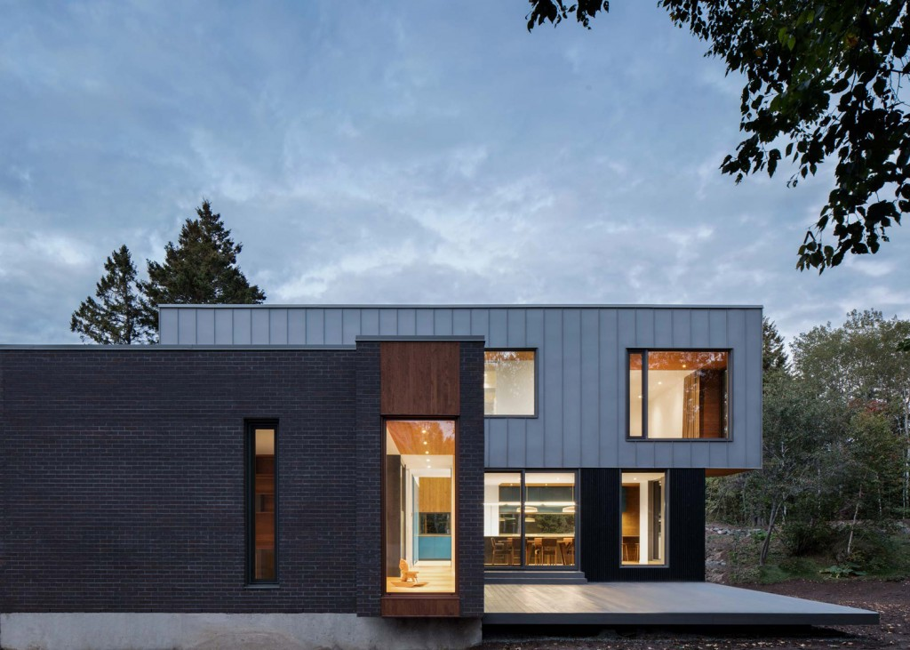 this house in canada combines steel and wood panelling 5 1024x731 This House In Canada Combines Steel And Wood Panelling