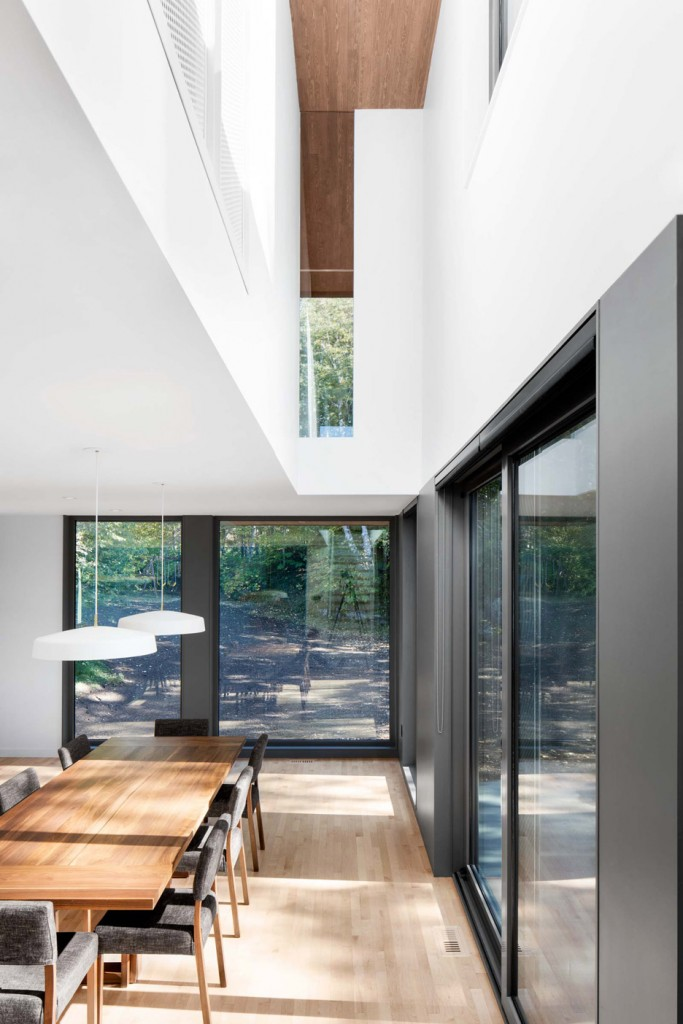 this house in canada combines steel and wood panelling 7 683x1024 This House In Canada Combines Steel And Wood Panelling