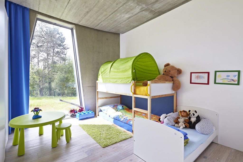 low energy house is surrounded by beautiful woods and hills of stchovice 2 1024x683 Low energy House is Surrounded by Beautiful Woods and Hills of Štěchovice