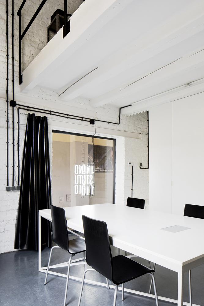 inostudio designed a minimalist office in gliwice 4 INOSTUDIO Designed a Minimalist Office in Gliwice
