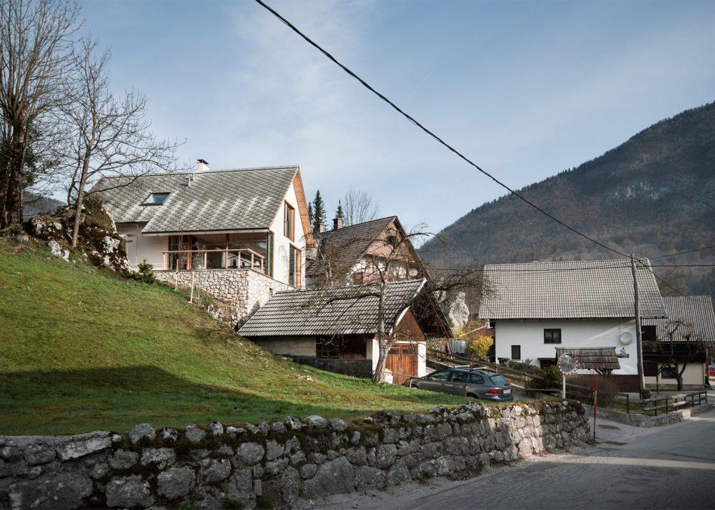 beautiful alpine house in slovenia by skupaj arhitekti 18 1024x731 Beautiful Alpine House in Slovenia by Skupaj Arhitekti
