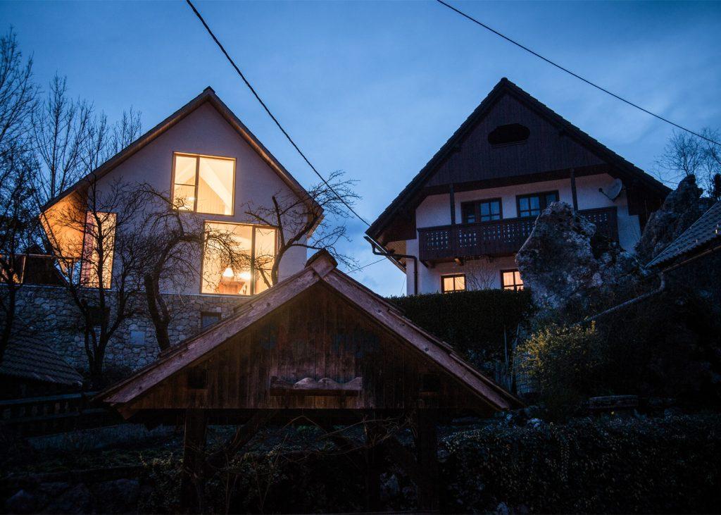beautiful alpine house in slovenia by skupaj arhitekti 2 1024x731 Beautiful Alpine House in Slovenia by Skupaj Arhitekti