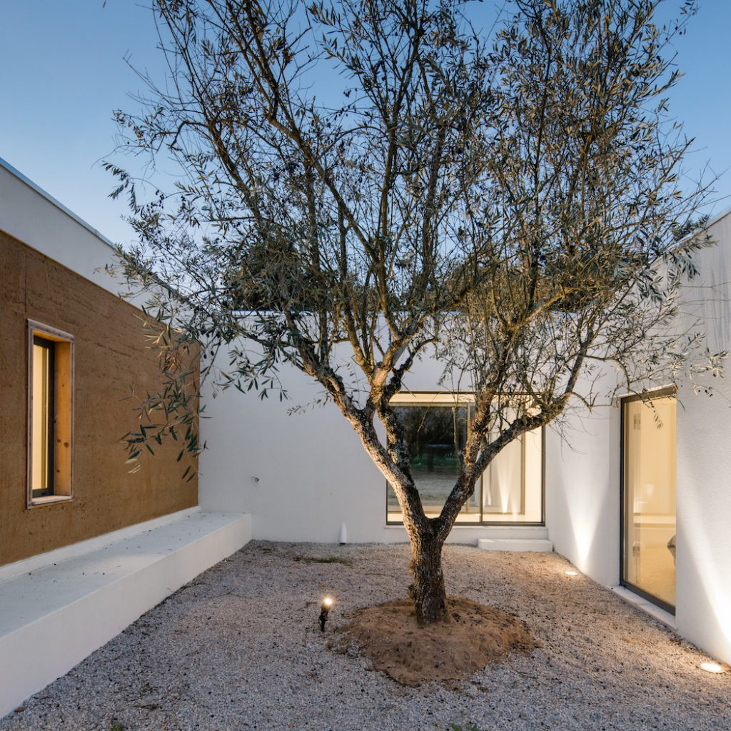 a minimal house in portugal surrounded by vines 15 1024x1024 a Minimal House in Portugal Surrounded by Vines