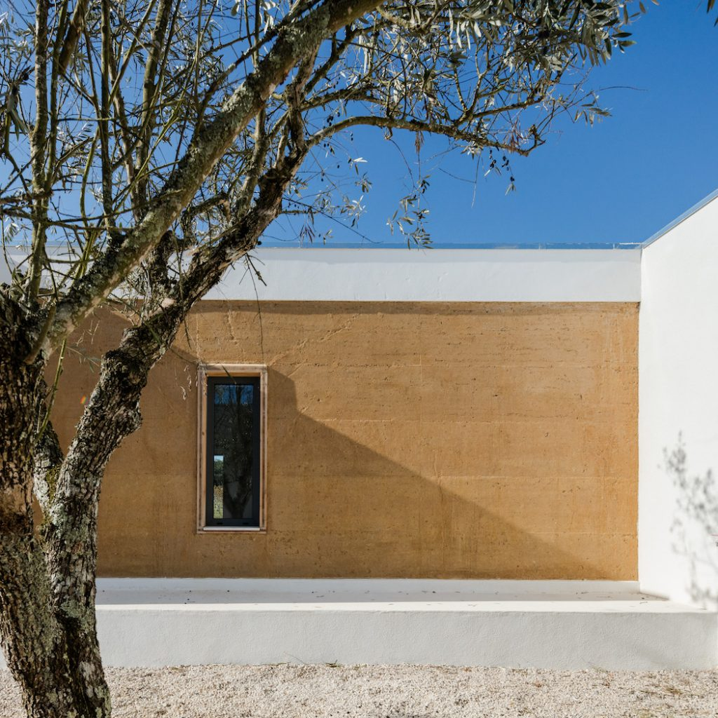 a minimal house in portugal surrounded by vines 3 1024x1024 a Minimal House in Portugal Surrounded by Vines