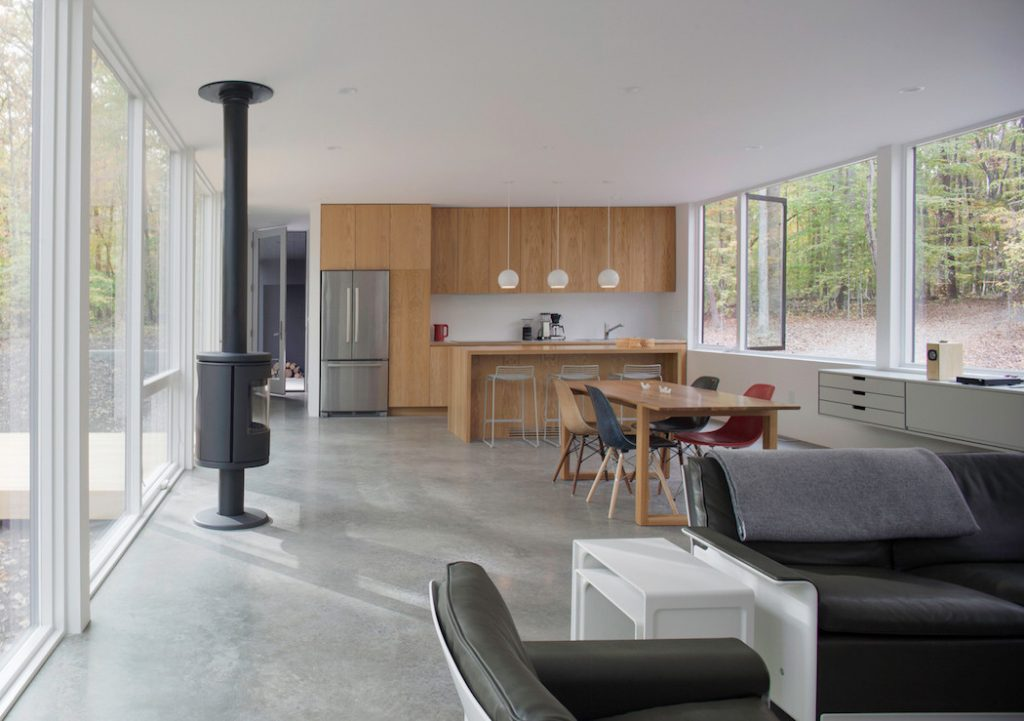 black house hidden in the forest by in situ studio 3 1024x721 Black House Hidden In The Forest By in situ studio