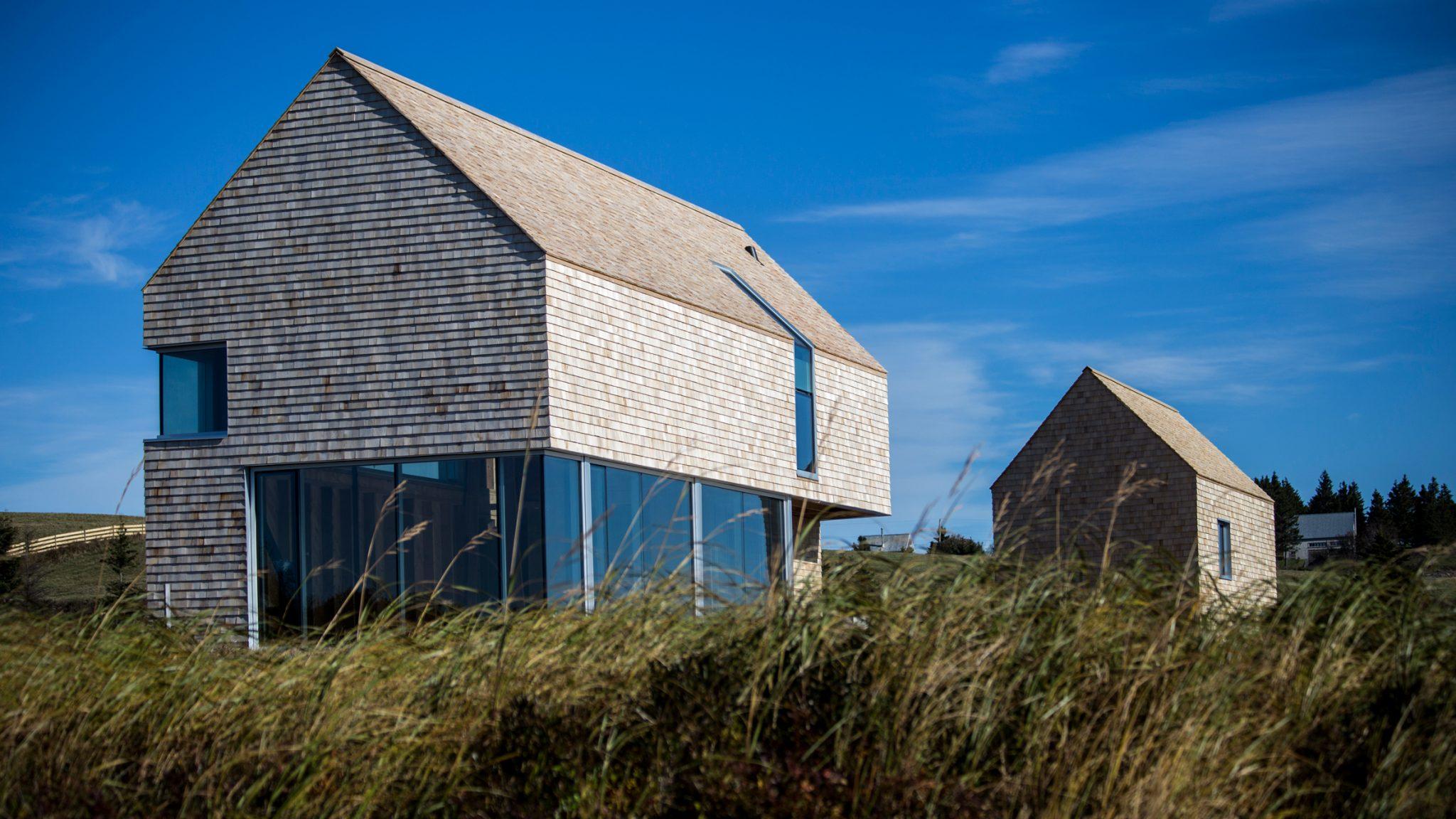 dreamy coastal house by studio mackay lyons sweetapple 1 Dreamy Coastal House by Studio MacKay Lyons Sweetapple