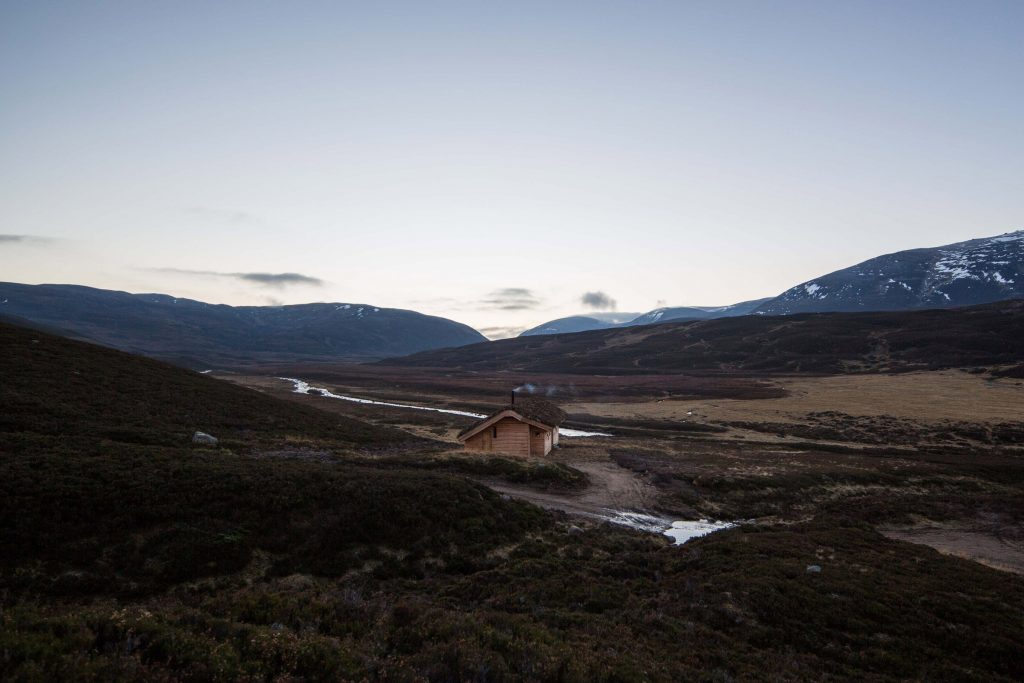 dreamy cabin in mountainous scottish landscape by moxon architects 2 1024x683 Dreamy Cabin in Mountainous Scottish Landscape by Moxon Architects