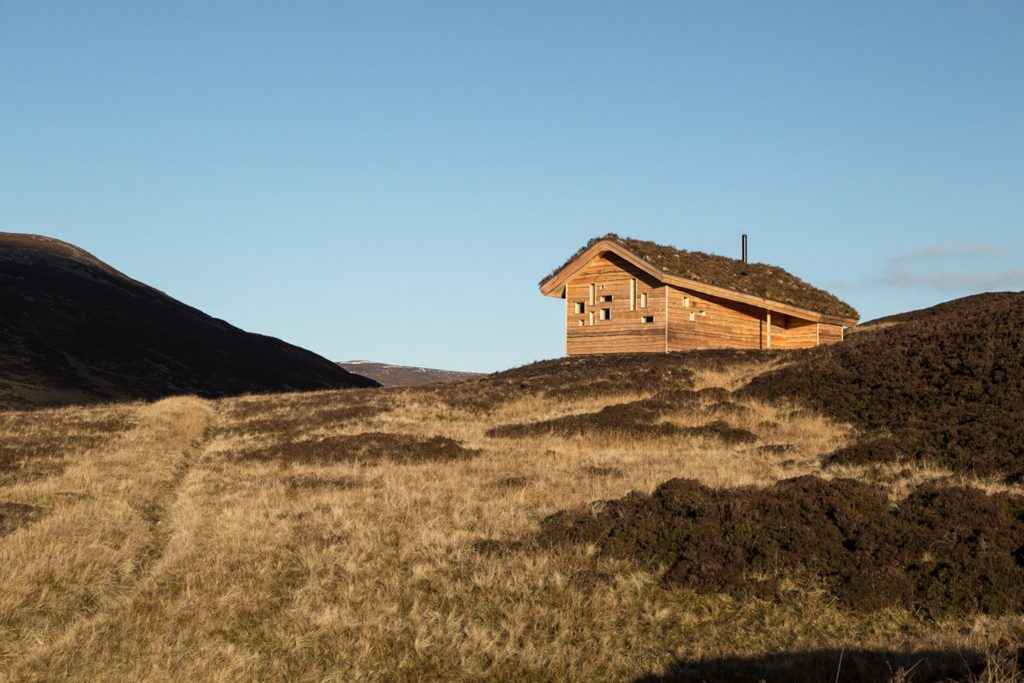 dreamy cabin in mountainous scottish landscape by moxon architects 4 1024x683 Dreamy Cabin in Mountainous Scottish Landscape by Moxon Architects