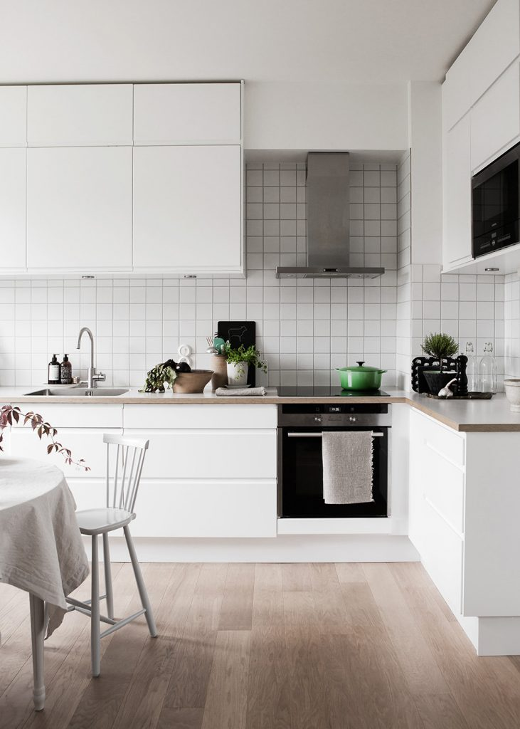 white tiles 731x1024 These 40+ Kitchen Decor Ideas Will Inspire You To Renovate Yours