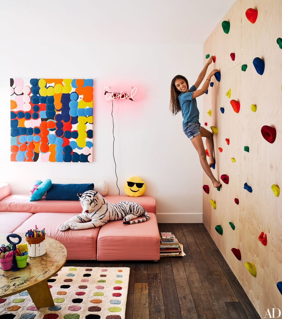 brigette romanek los angeles house climbing wall 907x1024 22 Awesome Rock Climbing Wall Ideas For Your Home