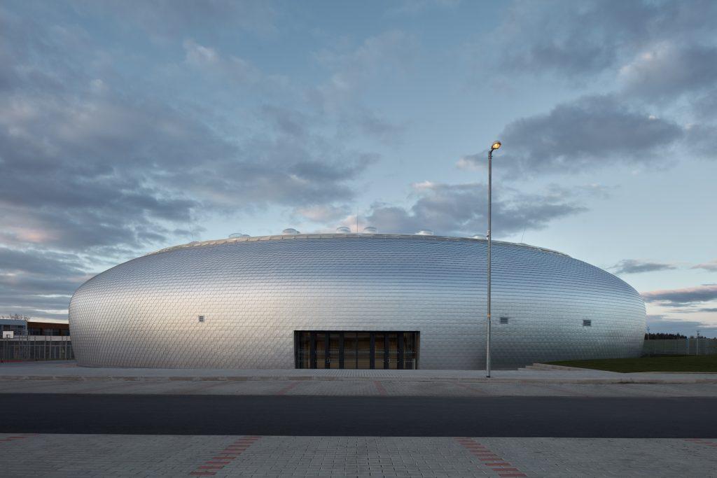 sporadical sportovni hala dolni bezany boysplaynice 04 1024x683 Dolní Břežany Sports Hall by SPORADICAL architects