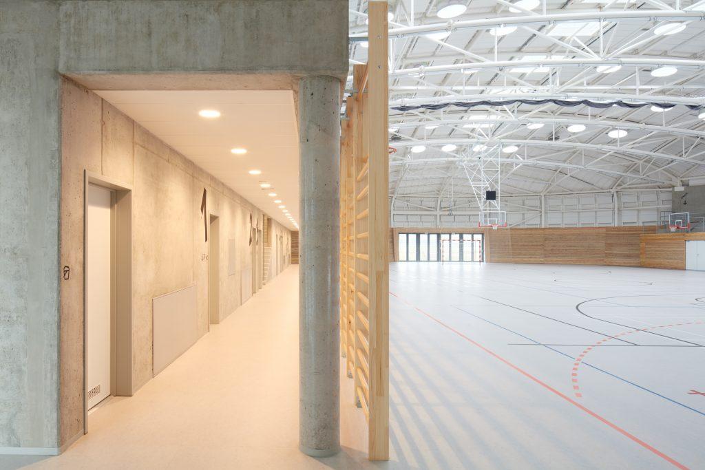 sporadical sportovni hala dolni bezany boysplaynice 15 1024x683 Dolní Břežany Sports Hall by SPORADICAL architects