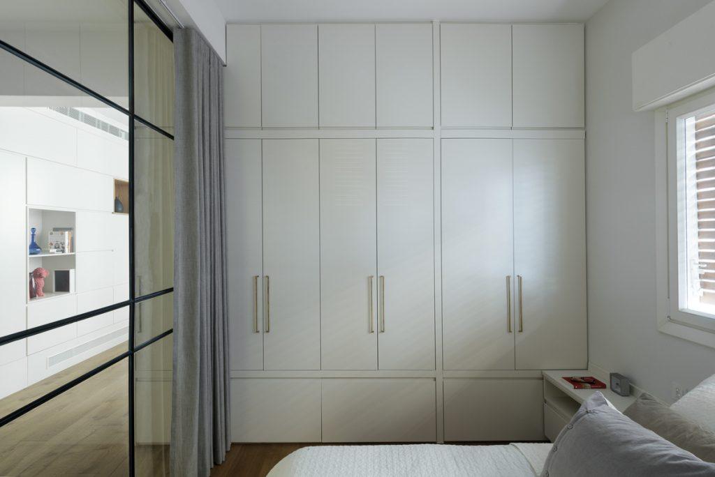 17046 sleeping room  1024x684 59m² Apartment in Central Tel Aviv by XS Studio