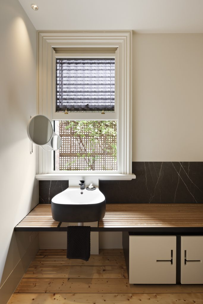30759 bathroomwindow 683x1024 Queen Bess House by ZGA Studio