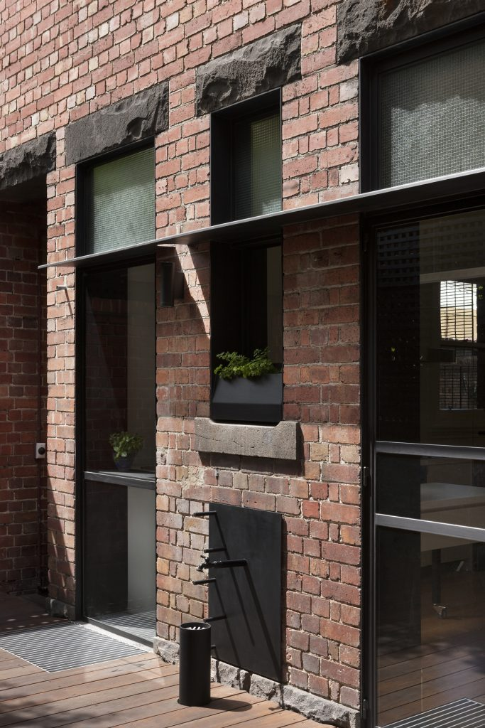 30769 courtyardshadef 683x1024 Queen Bess House by ZGA Studio