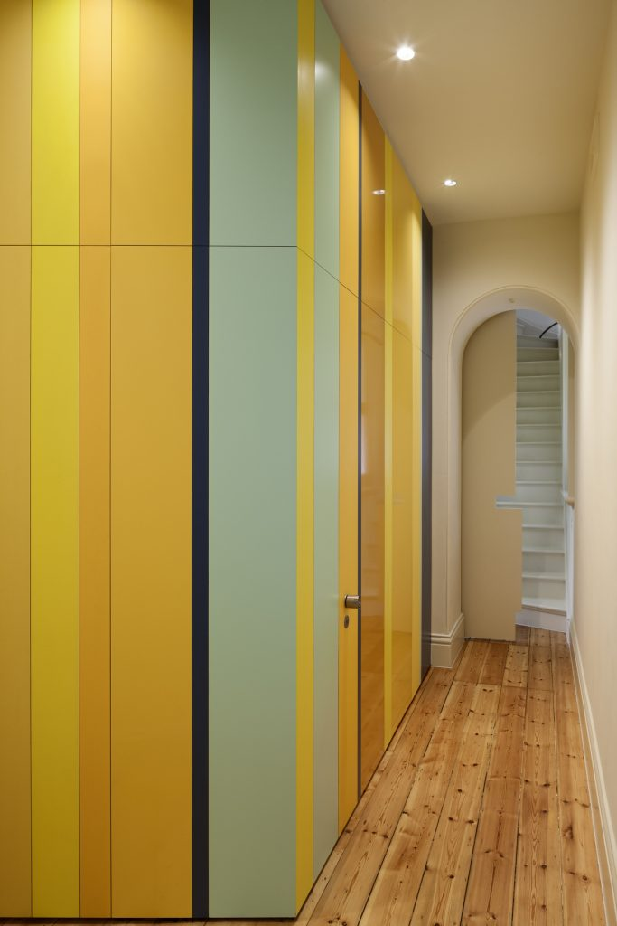 30782 hallwaypanellin 683x1024 Queen Bess House by ZGA Studio