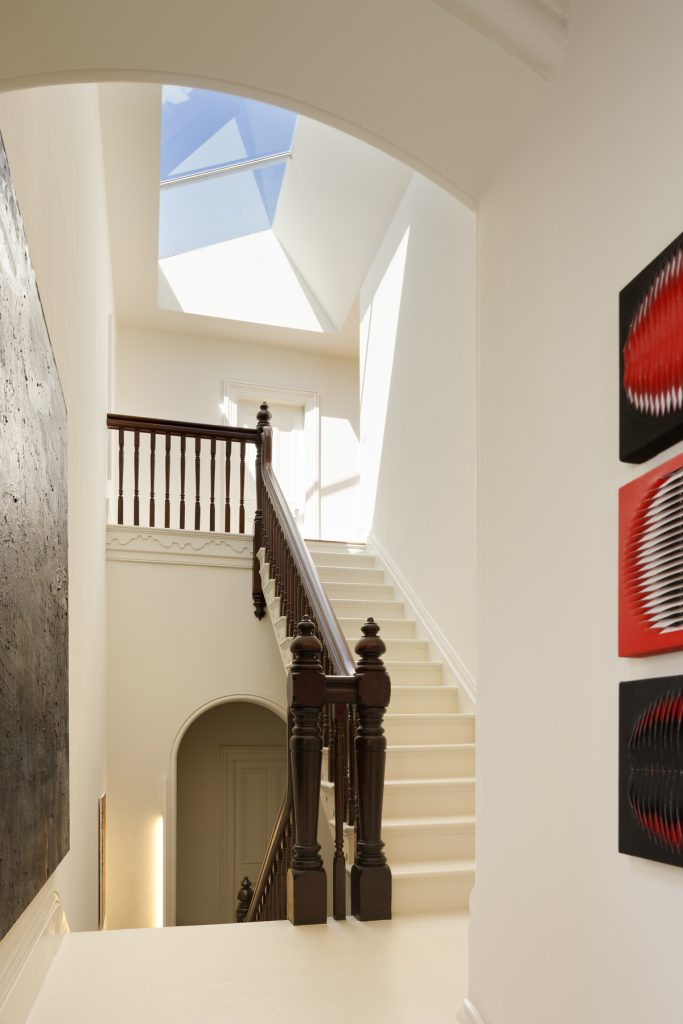 30789 stairandskyligh 683x1024 Queen Bess House by ZGA Studio